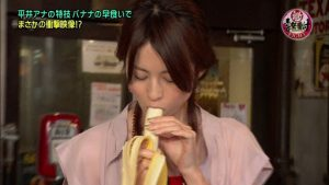 フェラでチンコを舐める女性のイメージ2