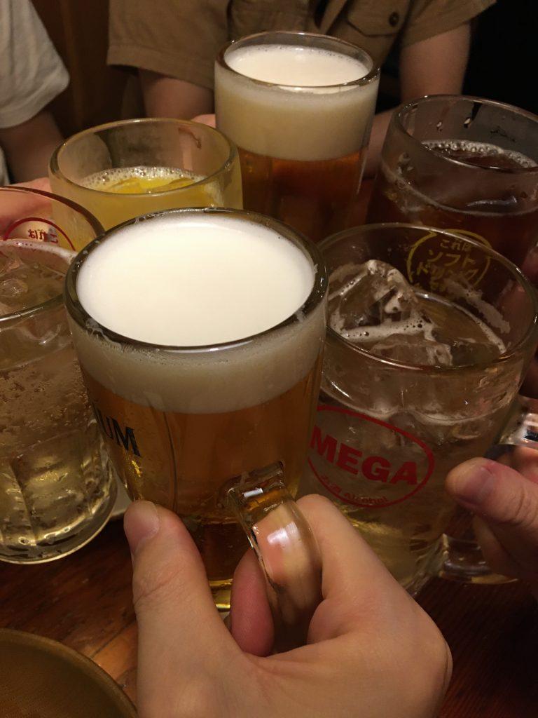ナンパ師との飲み会の乾杯写真